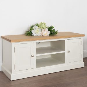 19326-e Farmhouse Style White Wood Silver TV Unit
